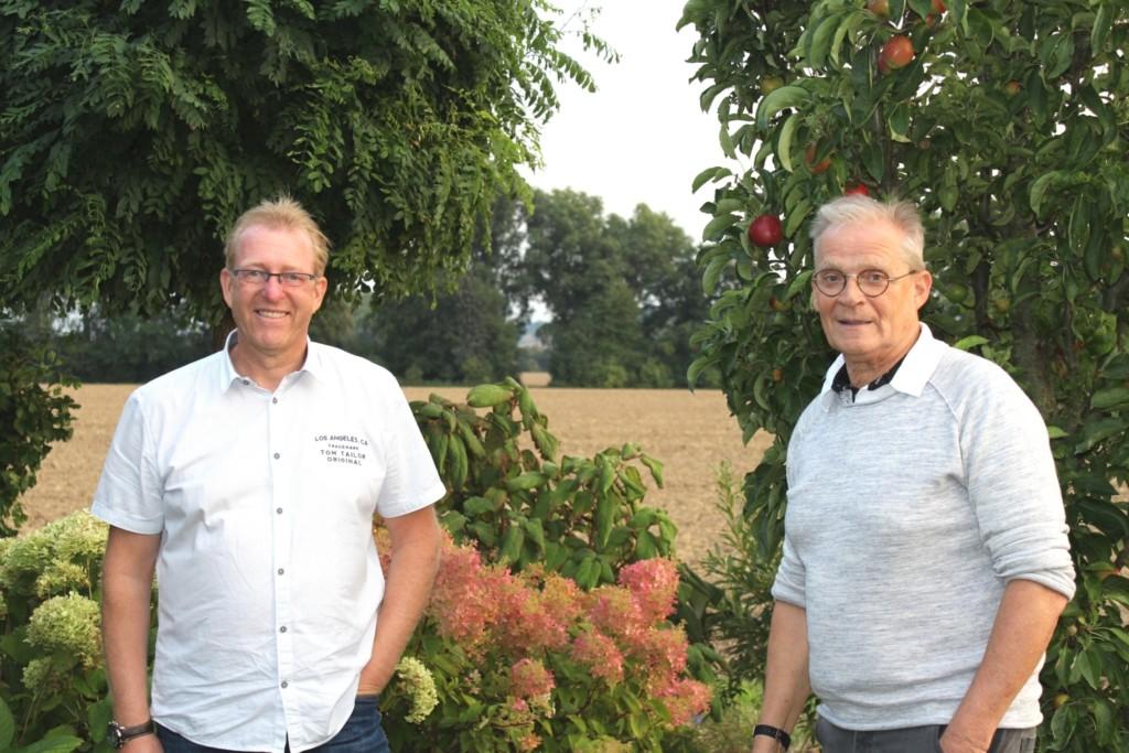 Thomas Bensch und Rüdiger Wilke kurz nach der Amtsübergabe, als Anfang September zu Ehren des ehemaligen Ortsbürgermeisters eine Ortbefahrung mit ehemaligen Weggefährten durchführt wurde.